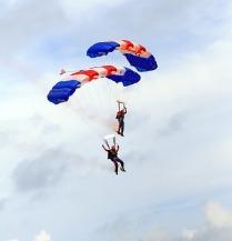 skydiving-1238276_640