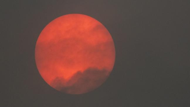 storm-ophelia-turns-sun-red-over-parts-of-england-136422109087603901-171016175024.jpg